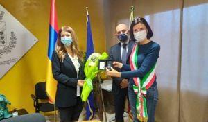 L'AMBASCIATRICE DELLA REPUBBLICA D'ARMENIA IN ITALIA, S.E. TSOVINAR HAMBARDZUMYAN A CIAMPINO